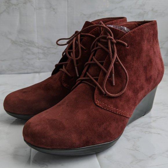 Clarks 7.5 Wide burgundy maroon red wedge booties